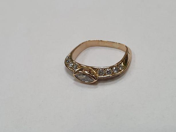 0.72 CT! 17 brylantów! Piękny złoty pierścionek/ 750/ 3.83g/ R11