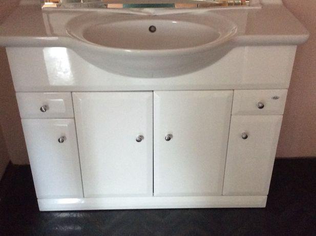 biały Komplet łazienkowy 4 elementy szafka, z 3 halogenami, idealny