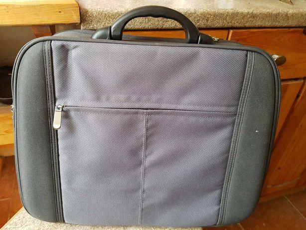 Sprzedam torbe na komputer (na laptopa)