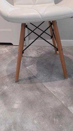 Krzesła białe glamour