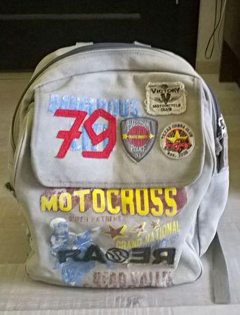 Сумка-рюкзак из плотного катона.Для школы или для прогулок