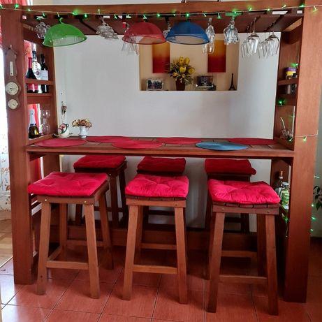 Барная стойка с барными стульями