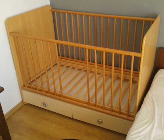 Łóżeczko dziecięce drewniane z szufladami