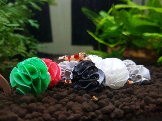 Baby Shrimp Shelters 10 szt kryjówka Czarny/Zielony/Biały/Czerwony