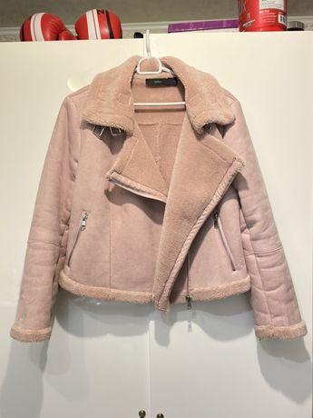 Розовая замшевая пудровая дубленка косуха М