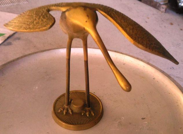Pássaro em latão muito bonito.