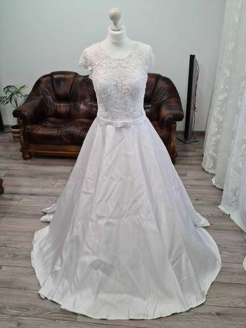 Атласна весільна сукня