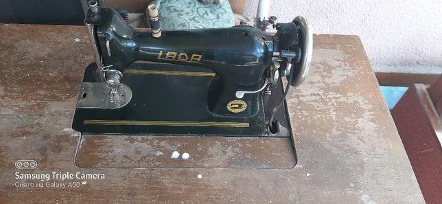 Ретро швейна машина Lada