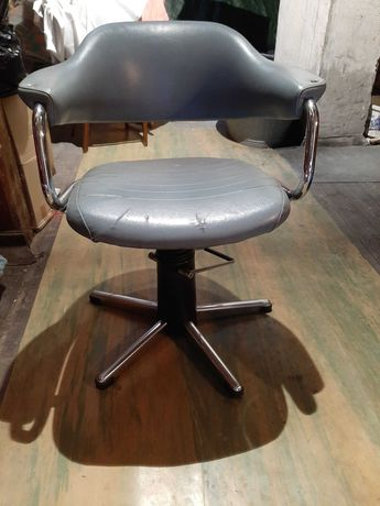 Fotel fryzjerski obrotowy