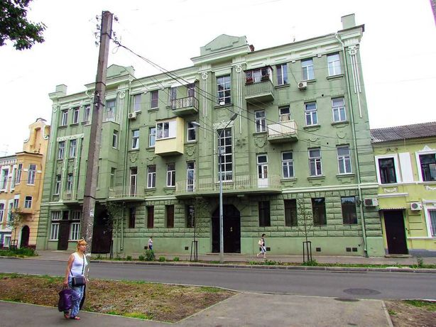 Продам четырехкомнатную  квартиру, м. Центральный рынок,TV N