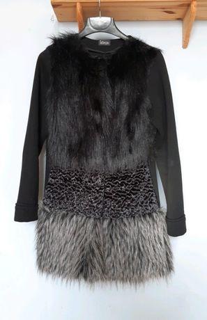 Płaszcz ze sztucznym futrem