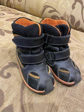 Продам детские ботинки Bartek р.25
