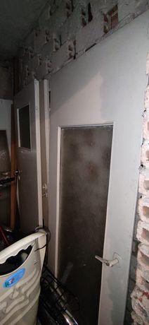 Drzwi wewnętrzne. Białe z szybą.