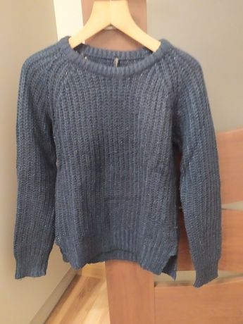 Sweter granatowy z błyszczącą nitką