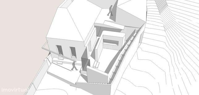 Ruínas para demolição total com projeto arquitetónico em fase final de