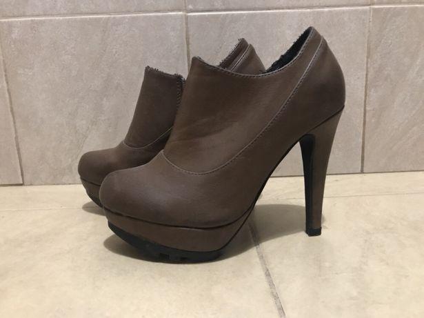 Sapatos de salto castanhos escuros, tamanho 36
