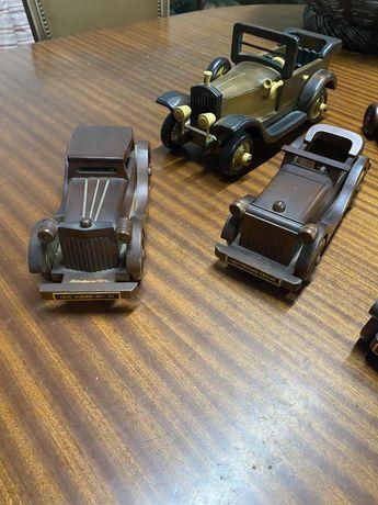 Conjunto de 5 carros em madeira