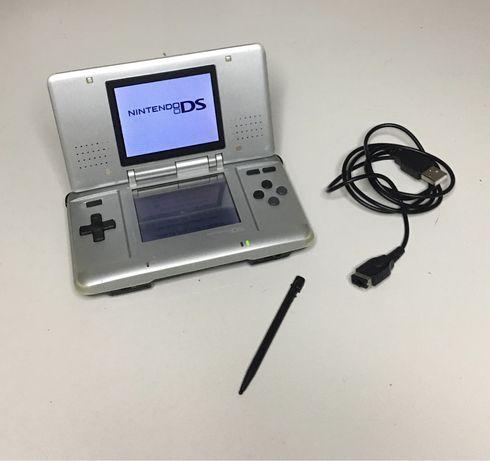 Nintendo DS Cinza em bom estado
