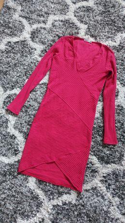 Bershka czerwona prążkowana sukienka kopertowa dopasowana dekolt