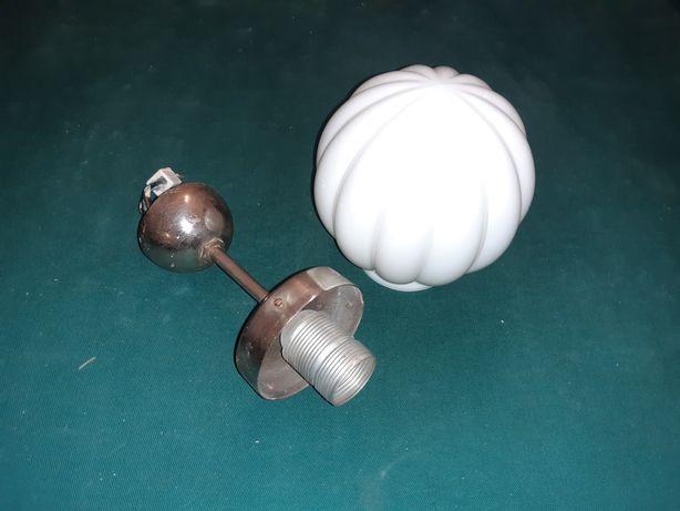 Stara lampa sufitowa jednopunktowa