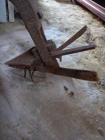 Arado antigo, peça decorativa ou utilitária