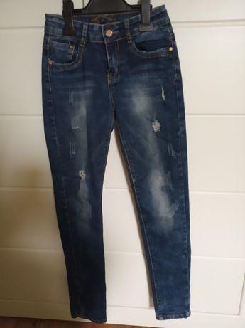 Spodnie z dziurkami