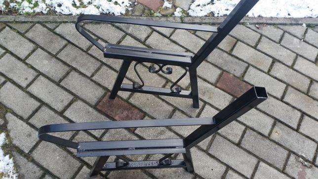 Nogi - ławka metalowa z podłokietnikiem i oparciem