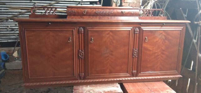 Drewniany kredens