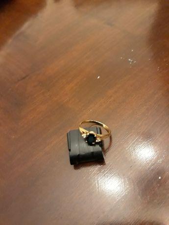 Anel de ouro com safira azul
