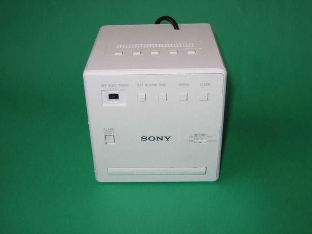 Małe radio SONY - KOSTKA Model ICF-C1 - Idealne do kuchni  10x10x10cm