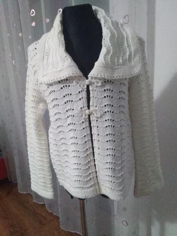 Śliczny wełniany sweterek dla dziewczynki 146