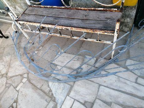 Escadas de ferro em caracol