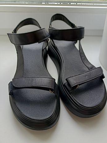 Кожаные босоножки сандалии 39