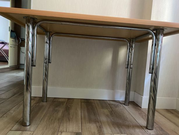 Стол кухонный в идеальном состоянии