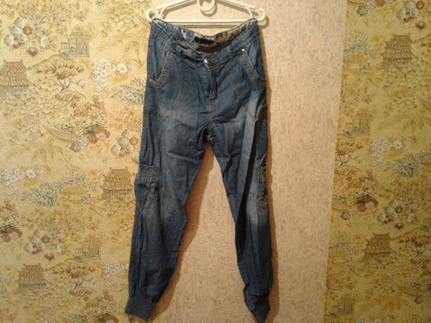 Продам джинси для девочки.
