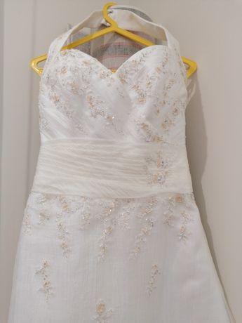 Vestido de noiva, com tiara e sapatos (tamanho 37)