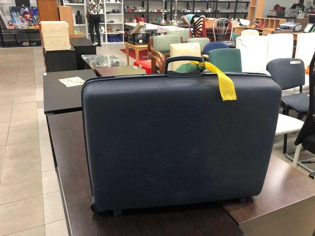 Granatowa walizka Samsonite z kluczykiem