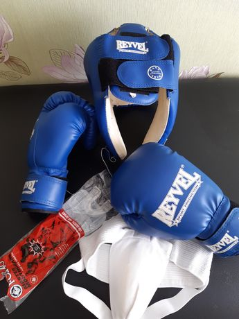 Боксёрский набор , перчатки для бокса , шлем для бокса , капа