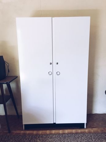 Roupeiro Branco de duas portas