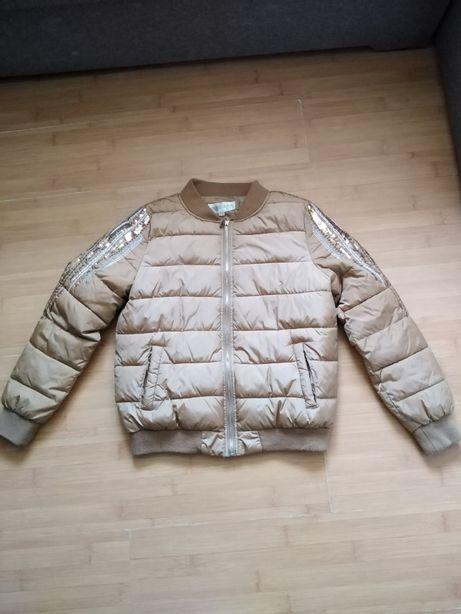 красивая куртка в идеальном состоянии