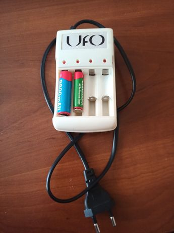 Зарядний пристрій UFO для АКБ АА, ААА.