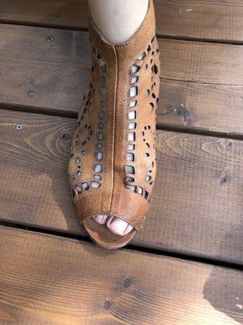 Skorzane sandały