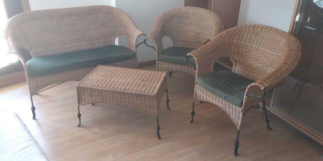 Sofa, cadeiras e mesa