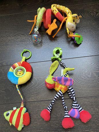 Іграшки на кроватку