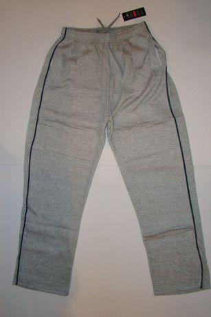 """Spodnie dresowe, męskie, ocieplane """"MD"""" w rozmiarze M."""
