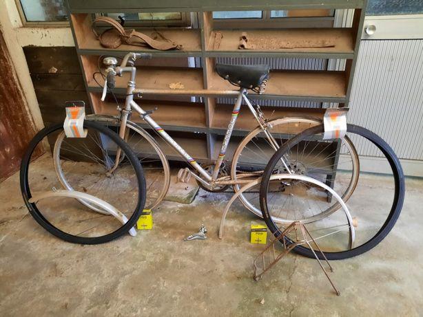 Bicicleta antiga para recuperar