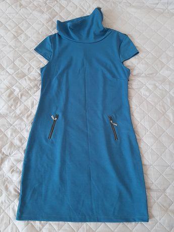 Dzianinowa sukienka z golfem L