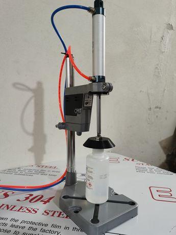 Máquina de colocar rolhas aperto/bater