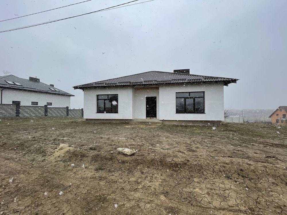 Будинок цегляний село Корнин вул. Будівельників 50 000