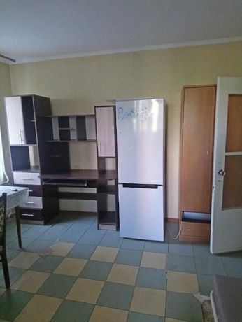 6ф. Продам 2-комнатную квартиру на улице Академика Королева